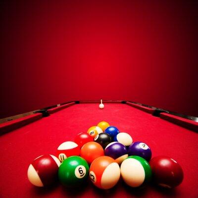 Fototapeta Gry pool bilard. Kolorowe kulki w trójkącie, mające na celu cue piłkę