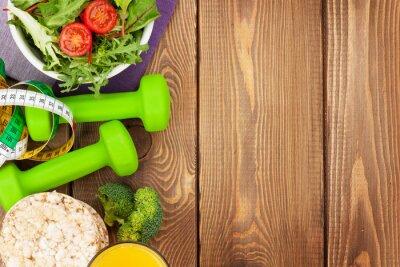 Fototapeta Hantle, taśmy środka i zdrowe jedzenie na drewnianym stole