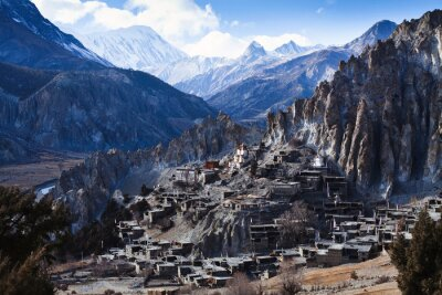 Fototapeta Himalajach w Nepalu, widok małej miejscowości Braga na obwodzie Annapurna