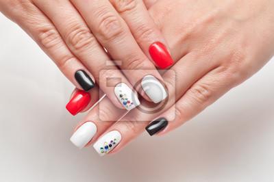 Jasny Manicure Czerwony Czarno Białe Na Kwadratowych Długich