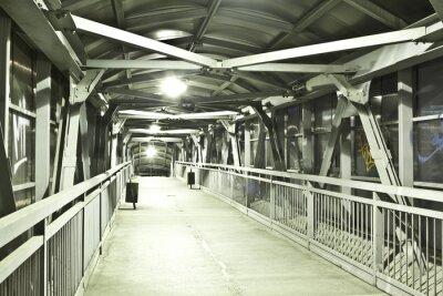 Fototapeta Jasny podwyższony chodnik