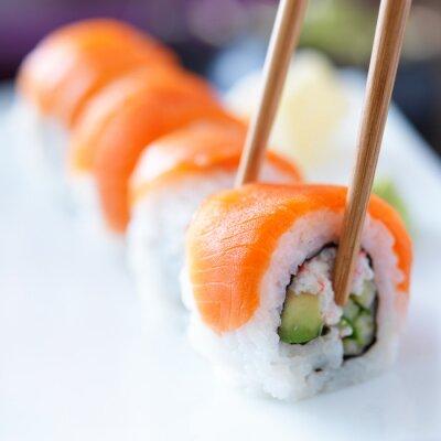 Fototapeta jedzenia sushi z chopstricks