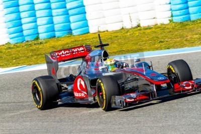 Fototapeta Jerez de la Frontera, Hiszpania - 10 lutego: Lewis Hamilton z McLaren F1 wyścigi na sesji szkoleniowej w dniu 10 lutego 2012 roku, w Jerez de la Frontera, Hiszpania