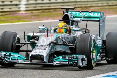 Fototapeta Jerez de la Frontera, Hiszpania - 31 stycznia: Lewis Hamilton z Mercedes wyścigach F1 na treningu 31 stycznia 2014 w Jerez de la Frontera, Hiszpania