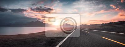 Fototapeta Jezioro i droga o zachodzie słońca