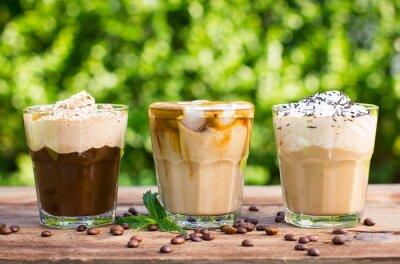 Fototapeta Kawa mrożona z mlekiem i bitą śmietaną