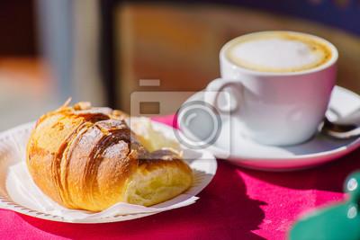 Fototapeta kawa z rogalik