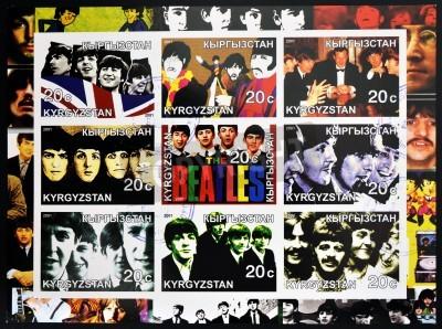 Fototapeta KIRZIGUISTAN - OKOŁO 2001 Kolekcja znaczków wydrukowanych w Kirziguistan pokazuje Beatles, circa 2001