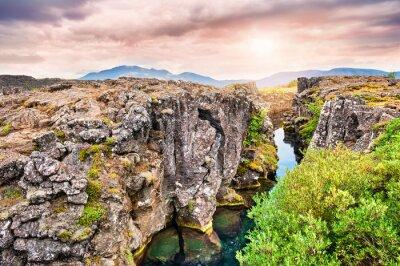 Fototapeta Klify i głębokich bruzd w Thingvellir National Park, południowej I