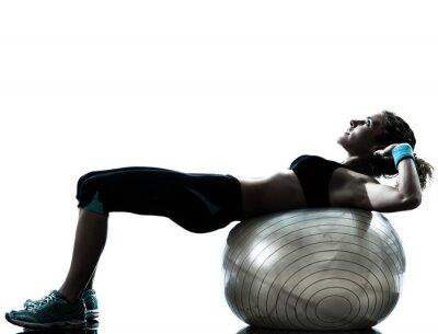 Fototapeta kobieta wykonywania przydatności treningu piłka