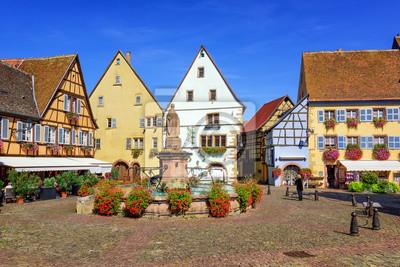 Fototapeta Kolorowe domy z muru pruskiego w Eguisheim, Alzacja, Francja