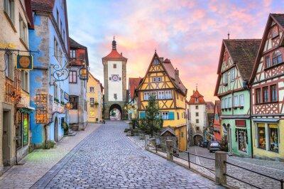 Fototapeta Kolorowe domy z muru pruskiego w Rothenburg ob der Tauber, Germa