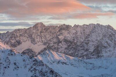 Fototapeta Kolorowe górskim słońca panoramy w zimie w Tatrach Wysokich