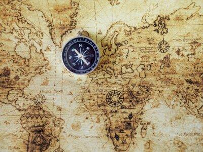 Fototapeta Kompas na mapie rocznika. Styl retro.