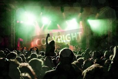 Fototapeta Koncert rocka, sylwetki szczęśliwych ludzi podnoszących ręce