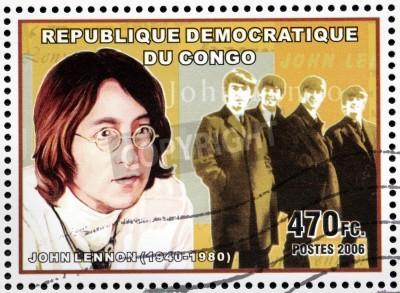 Fototapeta KONGO - OKOŁO 2006: znaczek pocztowy drukowane przez Konga pokazuje portret obrazu słynnego angielskiego muzyk, kompozytor, wokalista i autor piosenek Johna Lennona, circa 2006.