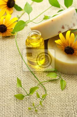 Fototapeta Kostki mydła i olejku z kwiatów stożkowych