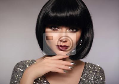 Fototapeta Krótkie Włosy Model Kobiety Mody Brunetki Zakończenie W Górę