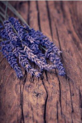 Fototapeta Kwiat lawendy na drewnie