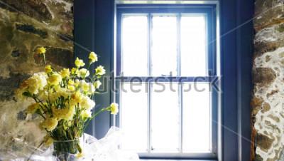 Fototapeta Kwiaty w pobliżu okna