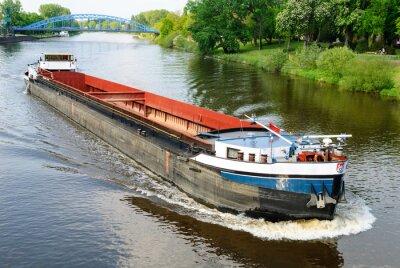 Fototapeta Ładunek statku na rzece Weser w Nienburg