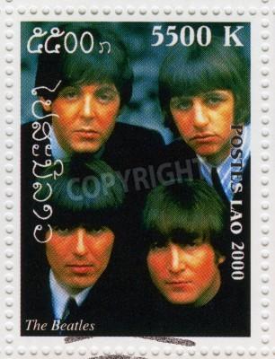 Fototapeta LAOS - OKOŁO 2000 Stempel drukowane w Laosie pokazuje Beatles w 1960 słynnej grupy muzycznej pop, circa 2000