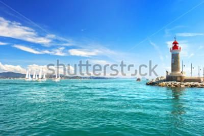 Fototapeta Latarnia morska w St. Tropez. piękny krajobraz śródziemnomorski. francuska riwiera, Lazurowe Wybrzeże, Francja