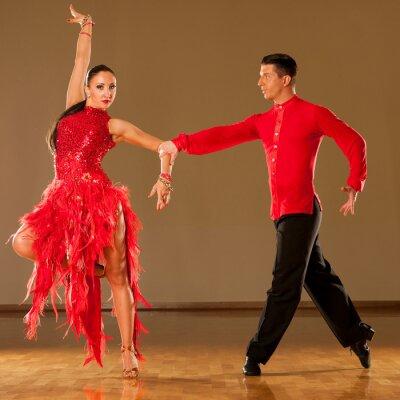 Fototapeta latino taniec para w akcji - dziki taniec samba