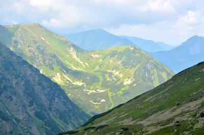 Fototapeta Letni krajobraz górski. Zielone szczyty w Tatrach Polskich.