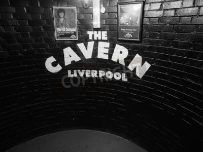 Fototapeta Liverpool, Wielka Brytania - OKOŁO czerwca 2016: Klub nocny Cavern Club 10 Mathew Street, gdzie The Beatles zagrał w czerni i bieli