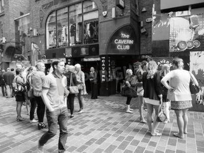 Fototapeta LIVERPOOL, Wielka Brytania - OKOŁO CZERWCA 2016: klub nocny klubu Cavern Club przy ulicy Mathew 10, gdzie Beatles grał w czerni i bieli