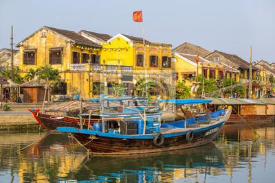 Fototapeta Łodzi na rzece Hoai, starożytnego miasta Hoi An, Da Nang, Wietnam