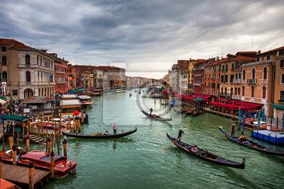 Fototapeta Łodzie i gondole z turystami na Canal Grande, Wenecja.
