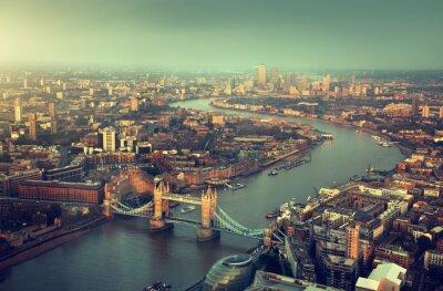 Fototapeta Londyn z lotu ptaka z Tower Bridge w czasie zachodu słońca
