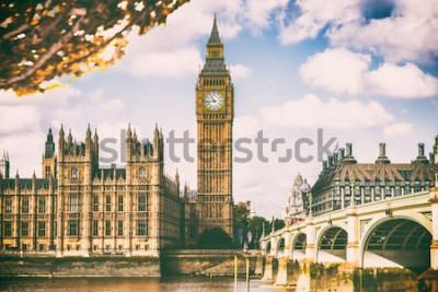 Fototapeta Londyńskie miasto w spadku ulistnieniu - Autum Europa miejsca przeznaczenia podróży ikony tło.