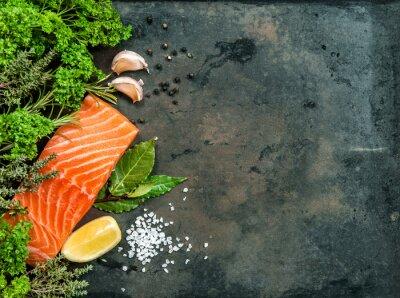 Fototapeta Łosoś filet z ryby z ziołami i przyprawami