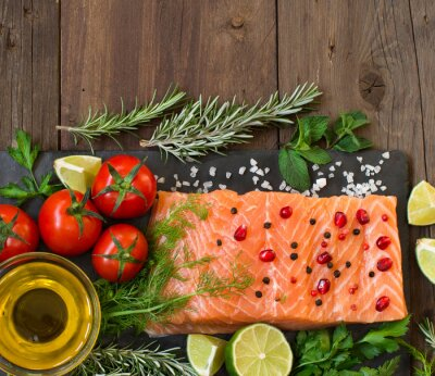 Fototapeta Łosoś z warzywami, oliwą z oliwek i ziołami