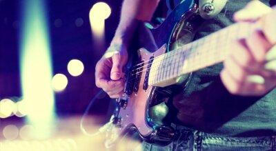 Fototapeta luces del Escenario. Fondo abstracto muzyczne. Tocar la guitarra y el concepto de Concierto. Fondo de la Música en directo. Concierto de Música y festiwalu. Instrumento en el Escenario y banda