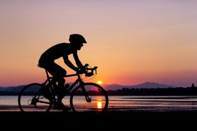 Fototapeta Ludzie na rowerze na plaży