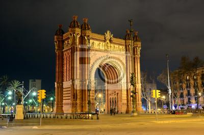 Łuk Triumfalny w nocy w Barcelonie