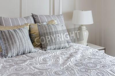 Fototapeta Luksusowe łóżko Typu King Size W Sypialni Z Białego światła