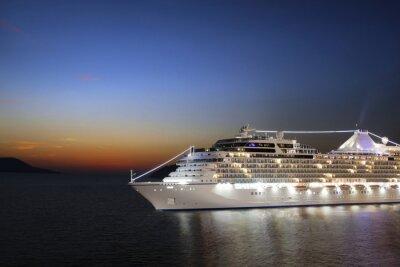 Fototapeta Luksusowy statek wycieczkowy rejs do portu na wschodzie