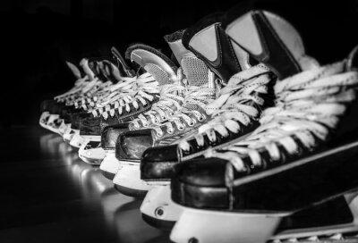 Fototapeta Łyżwy hokejowe ustawieni w szatni