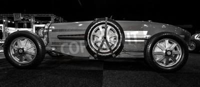 Fototapeta Maastricht, Holandia - 08 stycznia 2015: Wyścigi samochodów Bugatti Type 54, 1931. Czarno-biały. Międzynarodowa Wystawa InterClassics & Topmobiel 2015