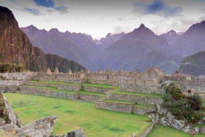 Fototapeta Machu Picchu, Cusco, Peru na początku porannej mgle, znajdują się na stromych zboczach Andów.
