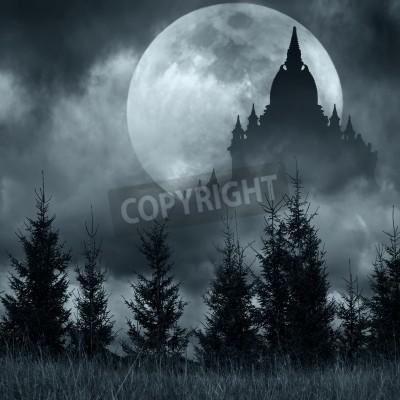 Fototapeta Magiczne zamek sylwetka na księżyc w pełni na tajemniczej nocy, Fantasy tle z drzewa sosnowego lasu pod dramatycznego nieba
