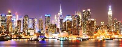 Fototapeta Manhattan skyline w nocy.