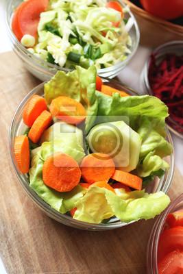 Fototapeta marchew i ogórki sałatkowe