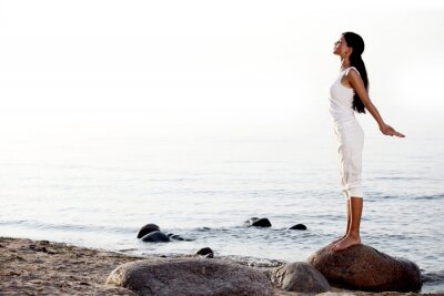 Fototapeta medytacja na piasku plaży