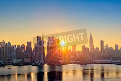 Fototapeta Midtown Manhattan Skyline o świcie, widzianego z Weehawken, wzdłuż 42nd Street kanionie
